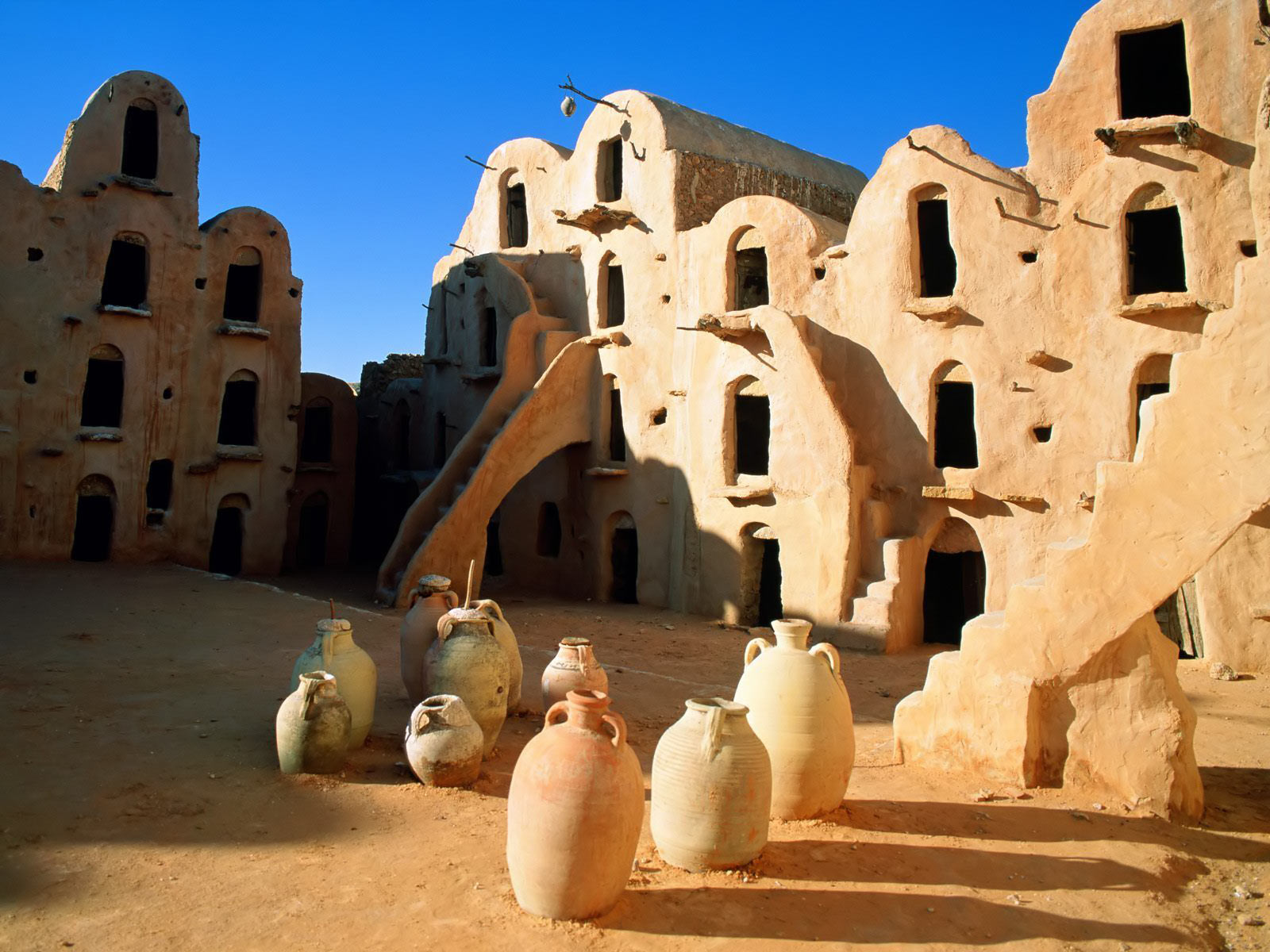 Ksar Ouled_Soultane_Tataouine_Tunisia_wallpaper